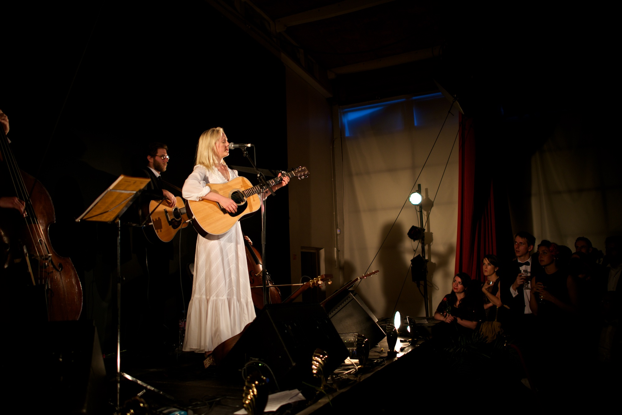 Laura Marling sings whilst playing the guitar.